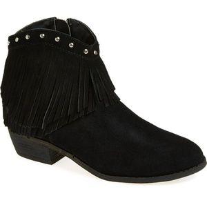 Minnetonka 83010 fringe boots